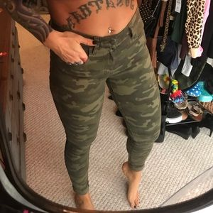 NWOT American Eagle High rise camo jeans